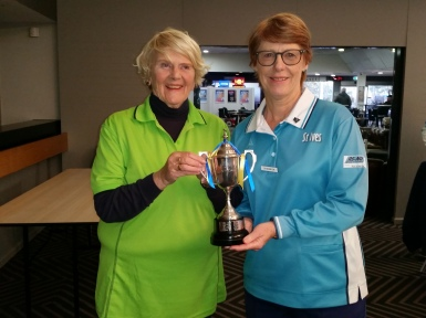 Manly-Warringah President Joan Porter (left) and North Shore Vice President Di McBryde accept the Anita Linden Trophy on behalf of Region 15